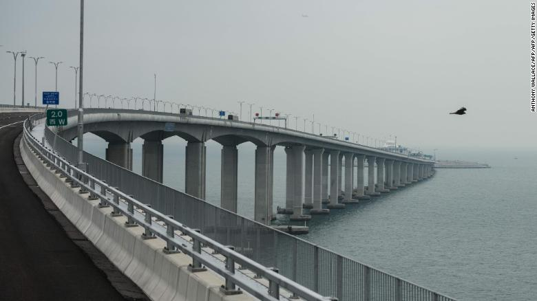 181022090823-03-hong-kong-macau-zhuhai-bridge-1019-exlarge-169